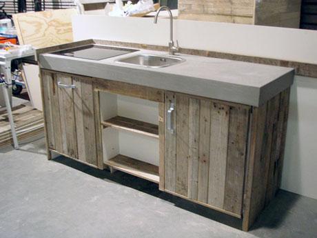 Keuken van sloophout for Klein keukenblok